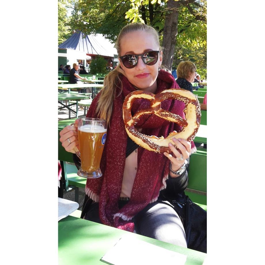 beer-pretzel-biergarten-englischer-garten-munich-bavaria-germany
