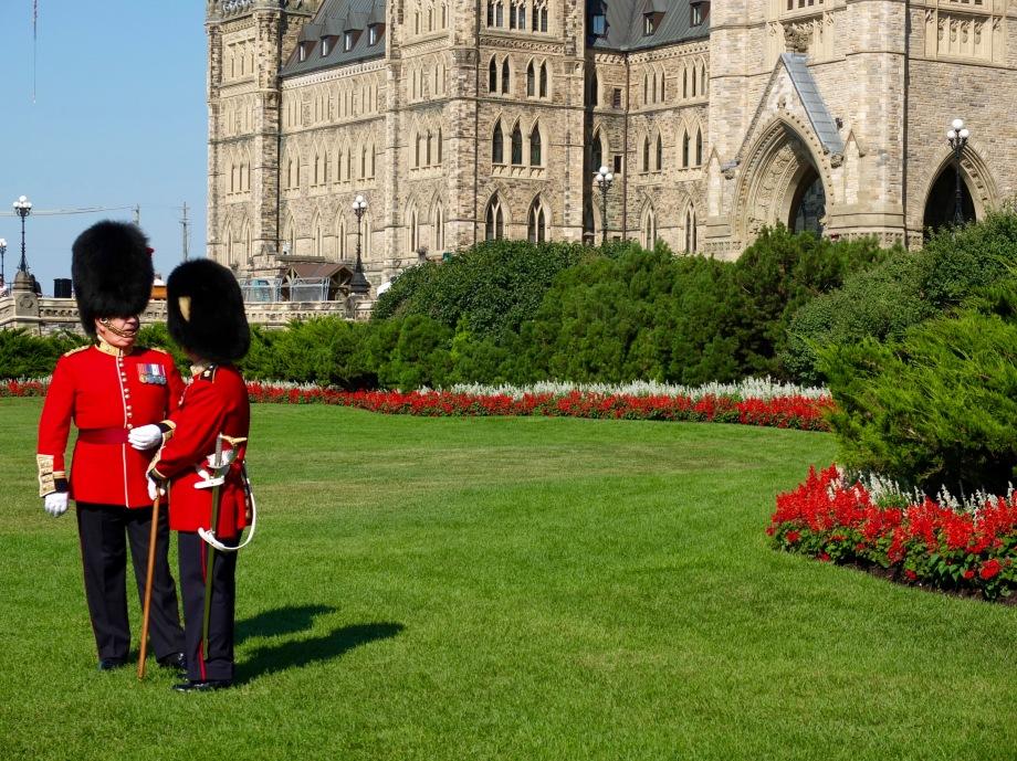 guards-parliament-ottawa-canada-1